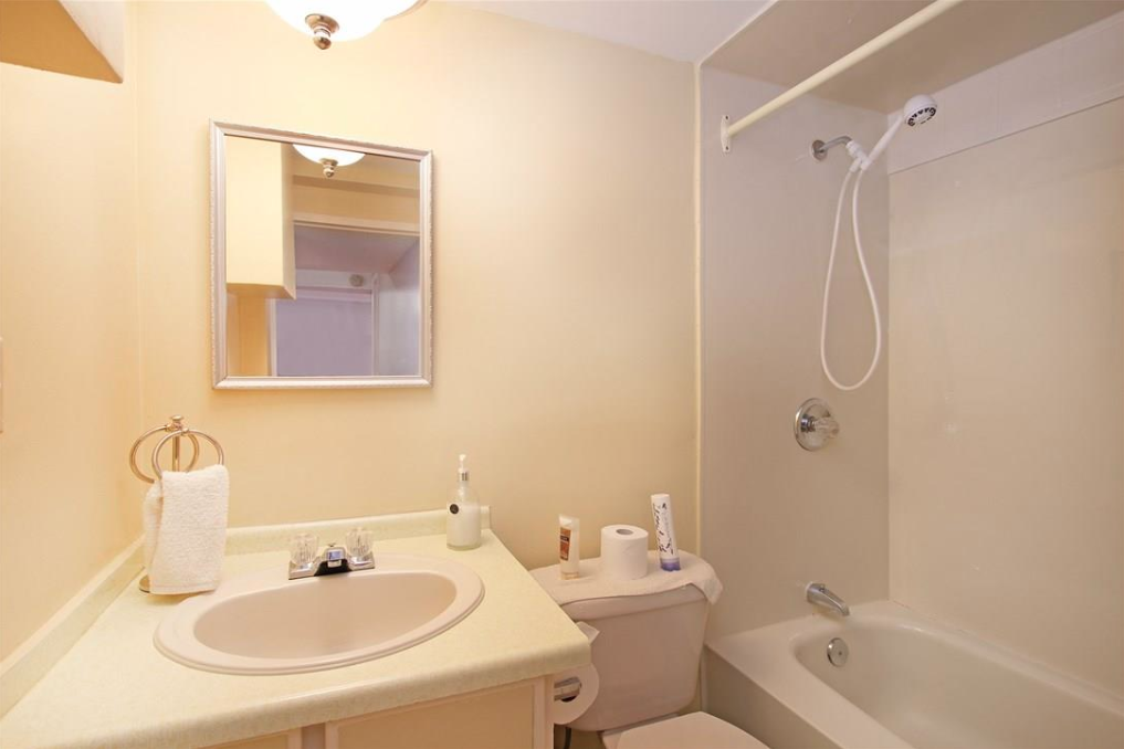 4-Piece bathroom on lower level